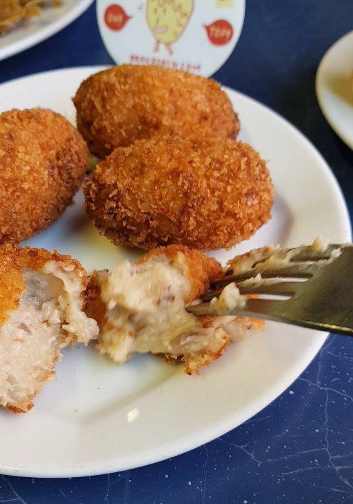 la castellana croquetas patatas bravas barcelona restaurantes alioli salsas