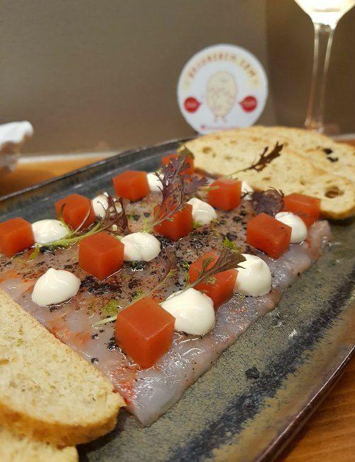 la mundana carpaccio gambas patatas bravas barcelona restaurantes alioli salsas