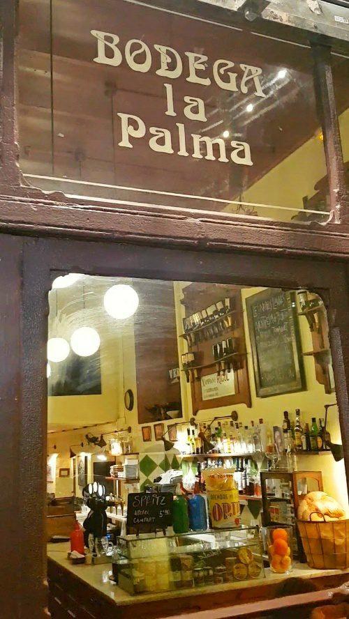 bodega la palma entrada patatas bravas barcelona restaurantes alioli salsas