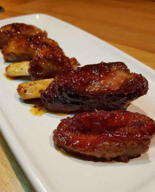 tapeo born gracia patatas bravas barcelona restaurantes alioli salsas